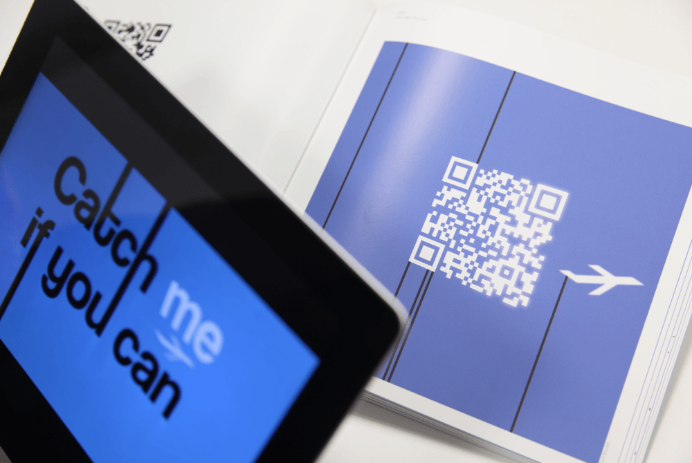 MOVING Types - interaktiver Katalog mit eingebautem Kino. iPad Scanner QR-Tag